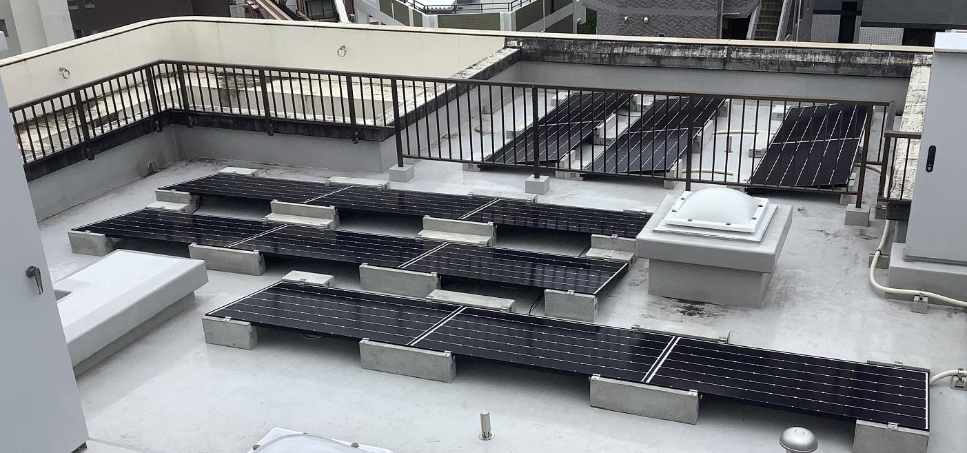 本社屋上に太陽光パネル設置