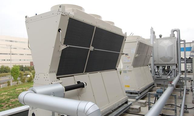 川島工場のチラーとコンプレッサーを高効率なものへ更新を行いました。